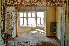 f91211-empty-room